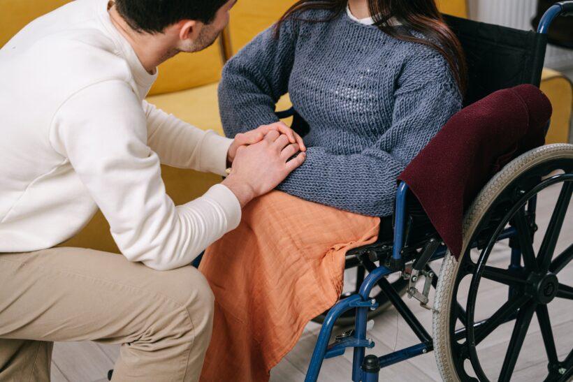 Aposentados por invalidez que dependem dos cuidados de terceiros podem solicitar adicional